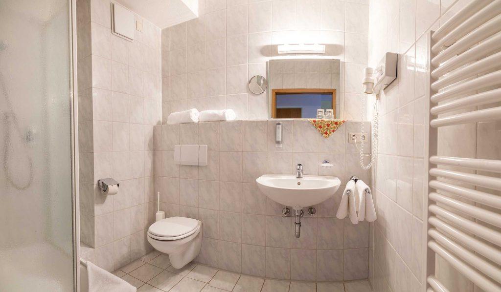 Hotel Ahornhof Badezimmer